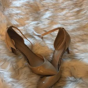Banana Republic nude patent leather heels